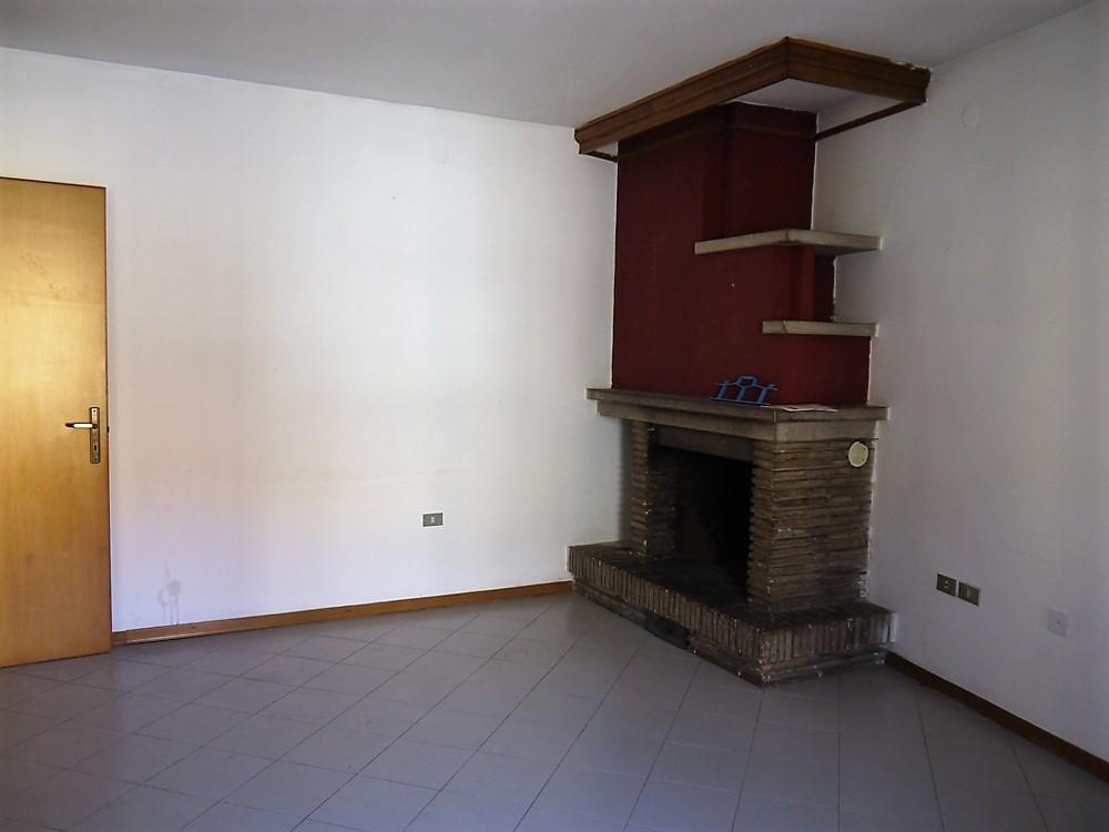 Appartamento in buone condizioni in vendita Rif. 9284748