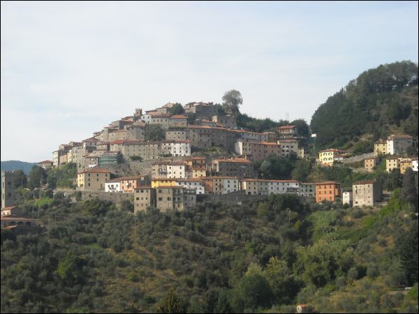 Negozio / Locale in vendita a Pescia, 25 locali, prezzo € 330.000 | CambioCasa.it