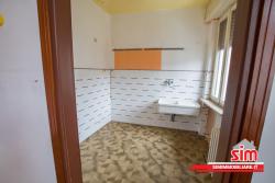 Bilocale in Vendita a Romentino, zona Centro, 25'000€, 57 m²