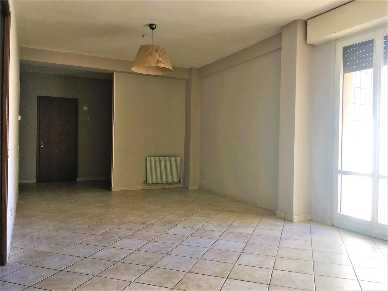 Appartamento in affitto a Pontedera, 5 locali, prezzo € 500   CambioCasa.it