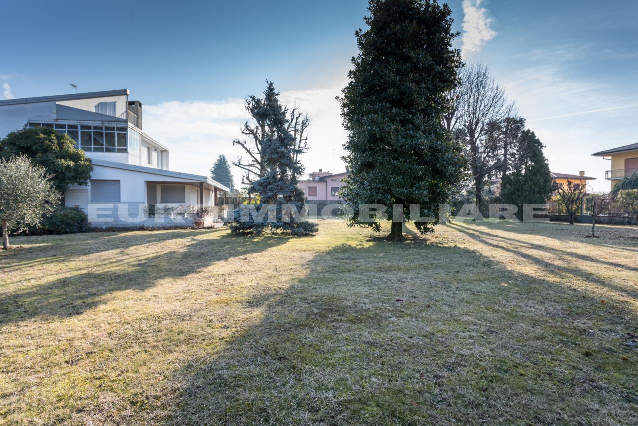 Villa in vendita a Cologne, 7 locali, prezzo € 880.000 | CambioCasa.it