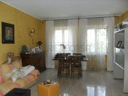 Trilocale in Vendita a Bergamo, 130'000€, 90 m², con Box