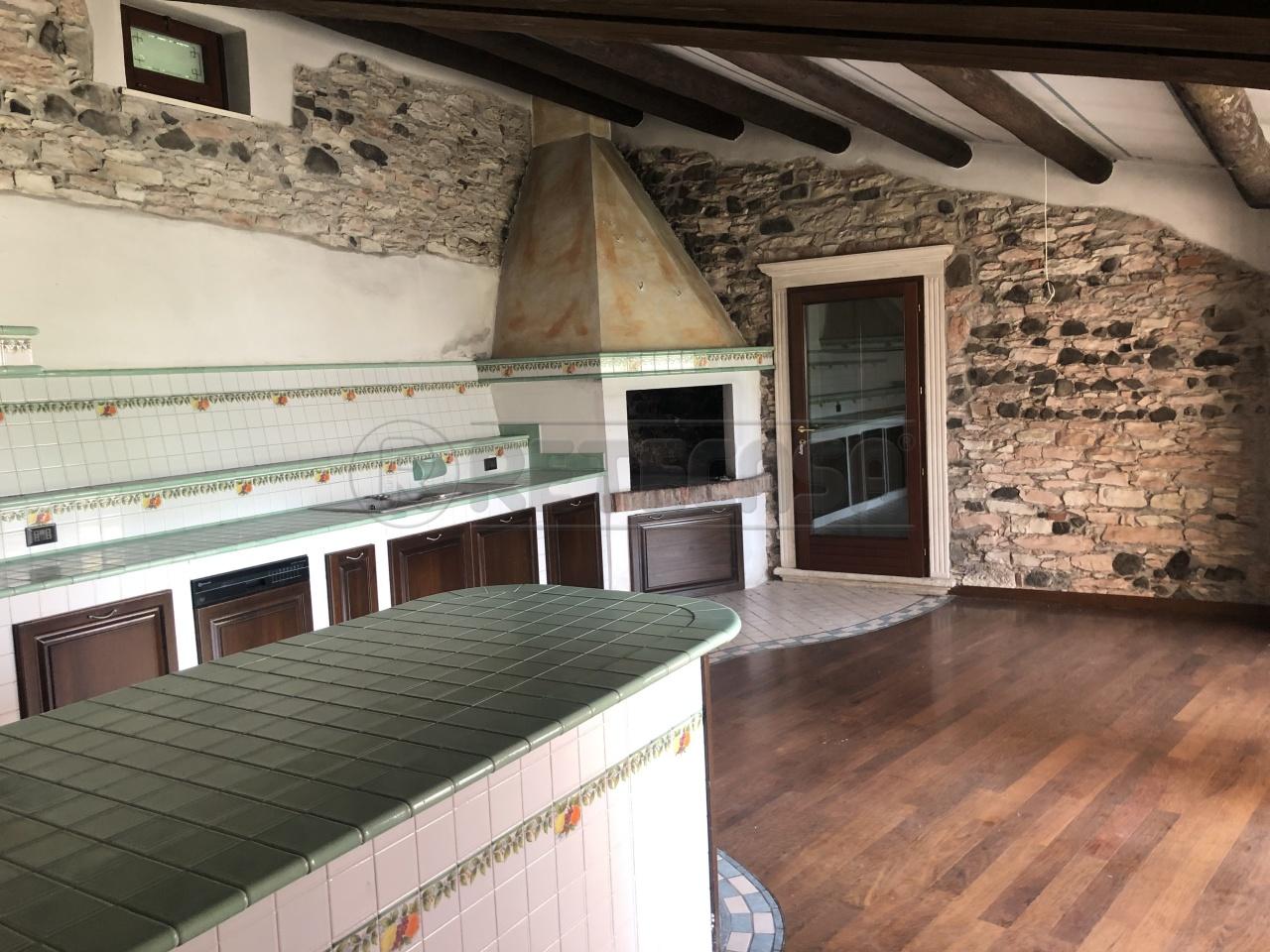 Albergo in vendita a Montorso Vicentino, 13 locali, Trattative riservate | CambioCasa.it