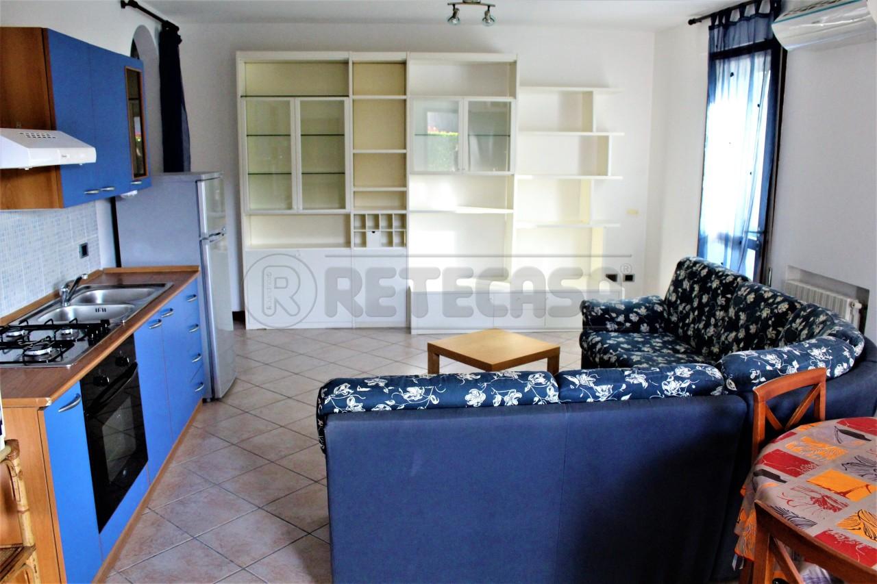 Appartamento in buone condizioni arredato in affitto Rif. 8715840