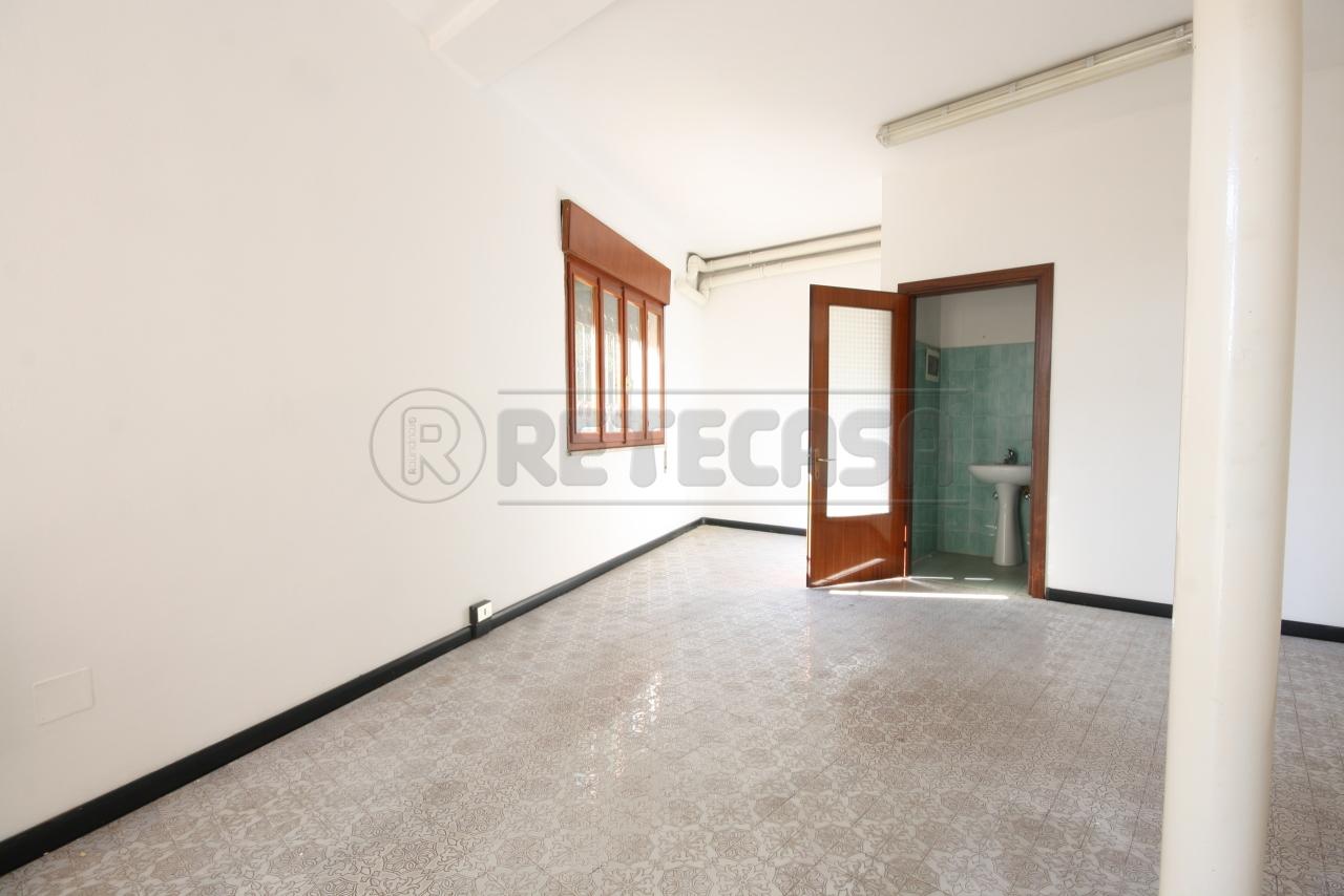 Negozio / Locale in affitto a Grantorto, 4 locali, prezzo € 550   CambioCasa.it