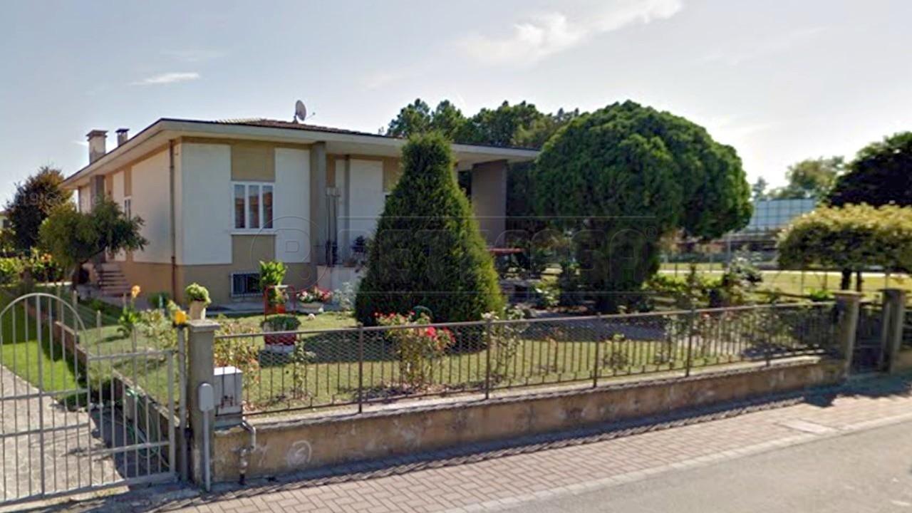 Villetta a schiera in buone condizioni in vendita Rif. 11221598