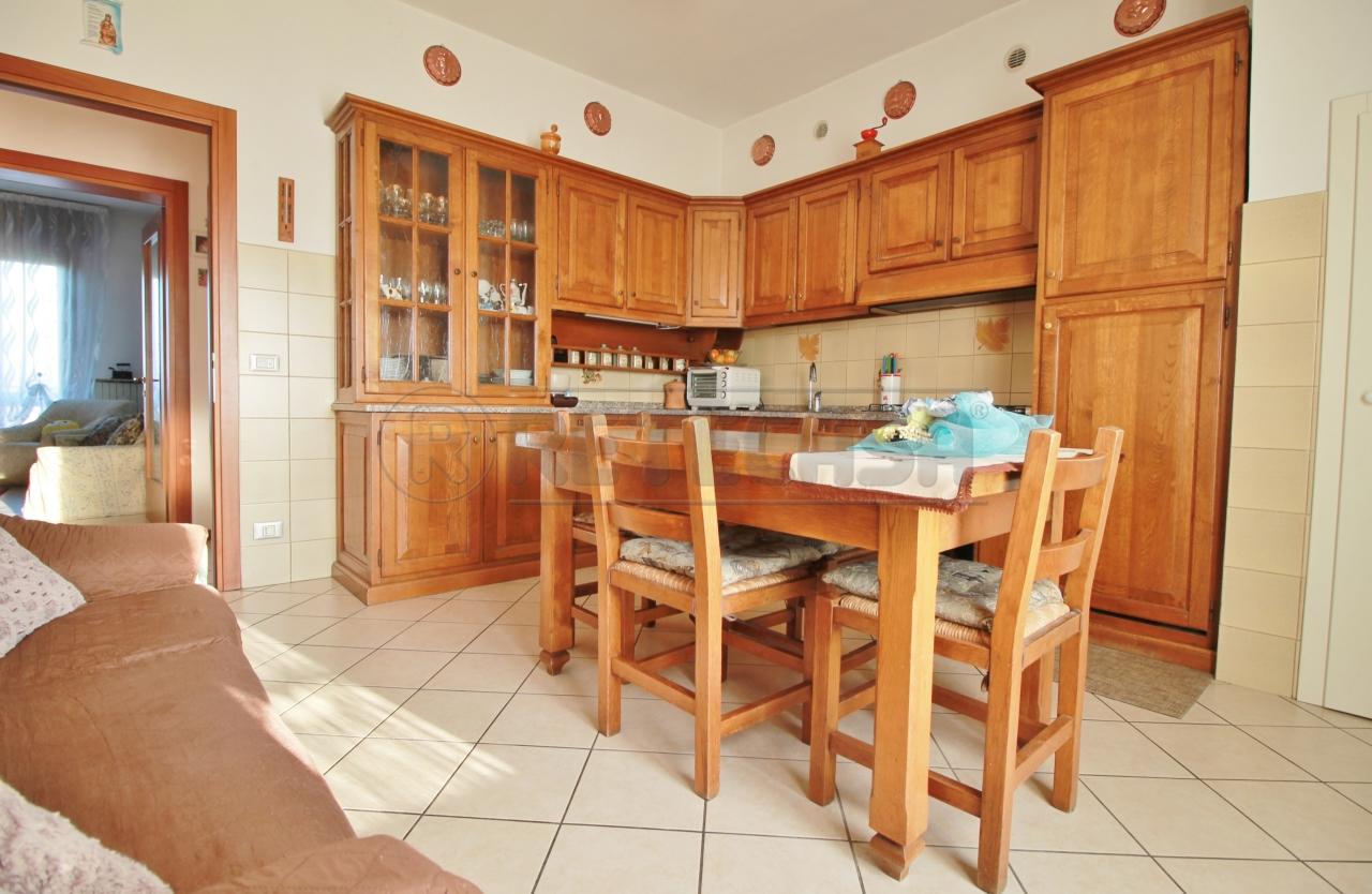 Appartamento in vendita a Montebello Vicentino, 7 locali, prezzo € 91.000 | CambioCasa.it