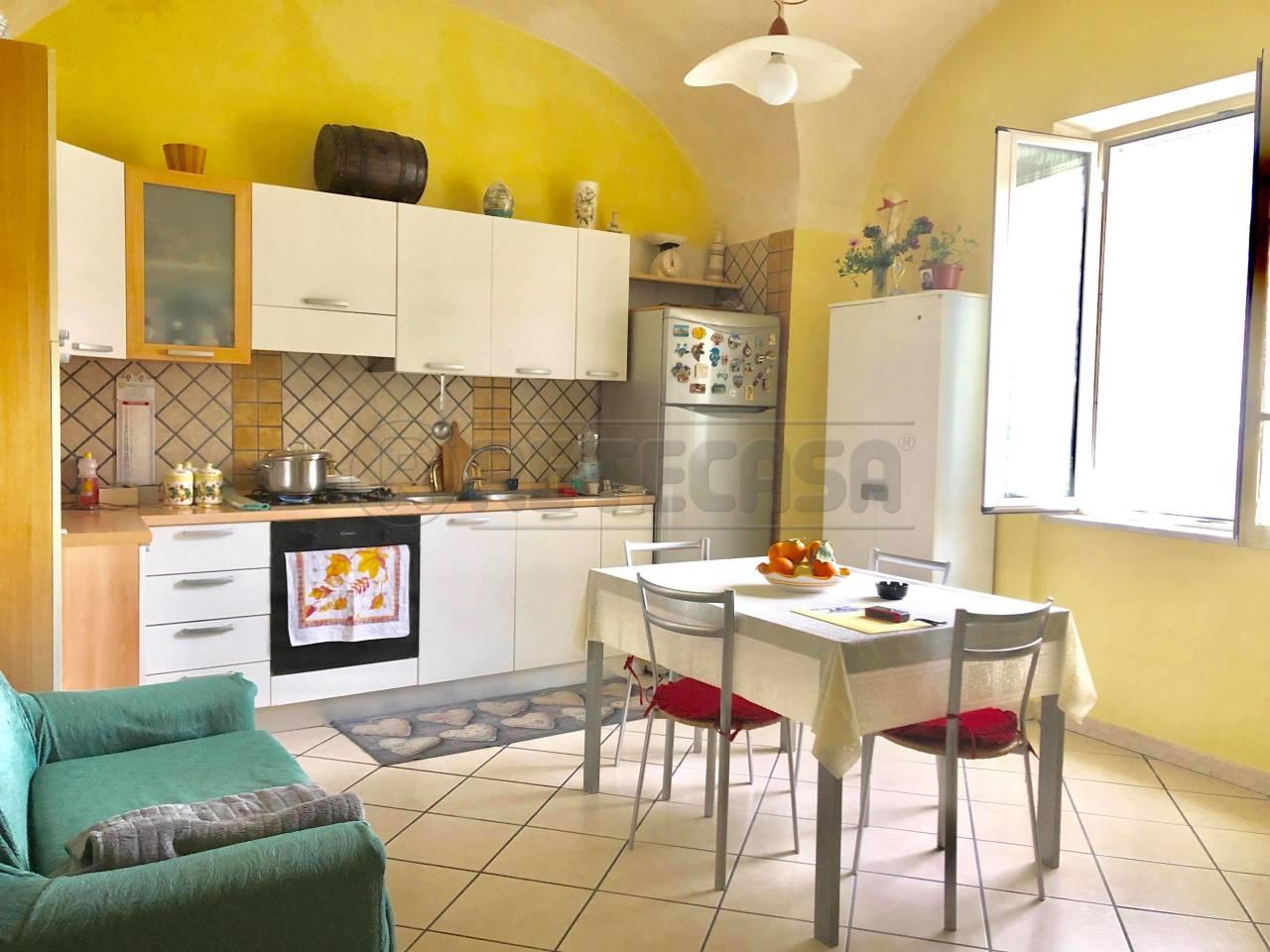Appartamento in buone condizioni in vendita Rif. 10115892