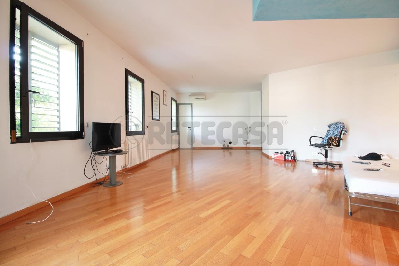 Appartamento in vendita a Montebello Vicentino, 10 locali, prezzo € 75.000 | CambioCasa.it