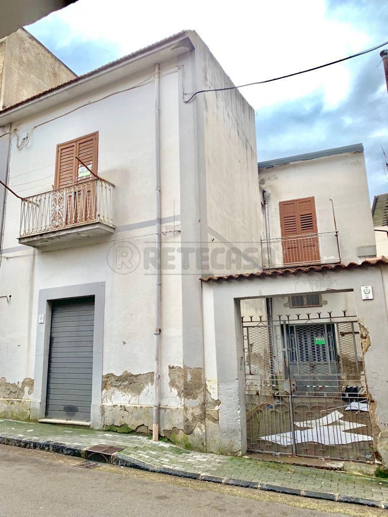 Casa Indipendente in discrete condizioni in vendita Rif. 8960052