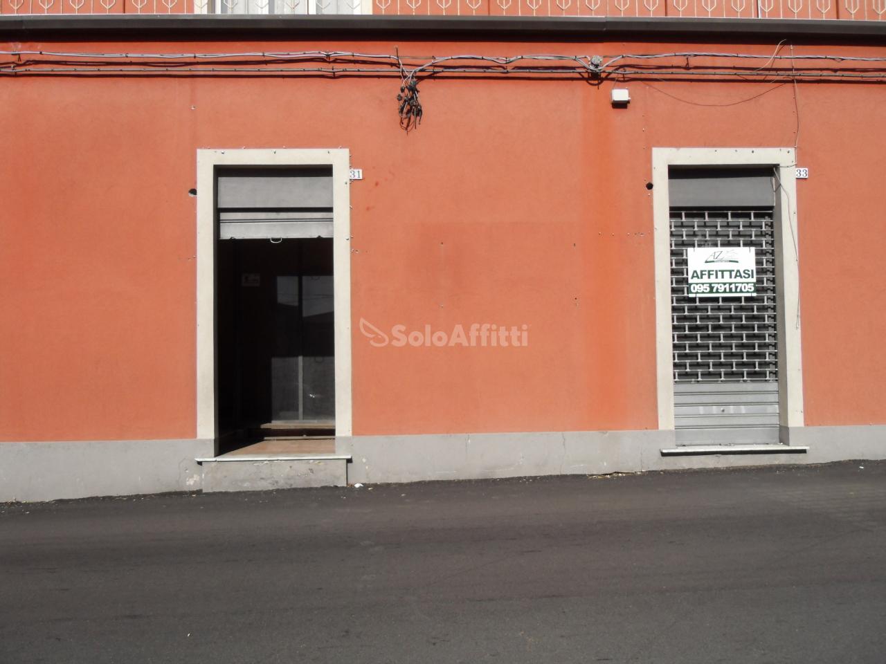 Fondo/negozio - 2 vetrine/luci a Belpasso