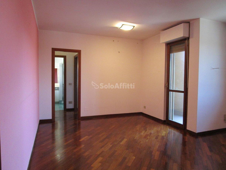 Appartamento in affitto a Pavia, 6 locali, prezzo € 800 | PortaleAgenzieImmobiliari.it