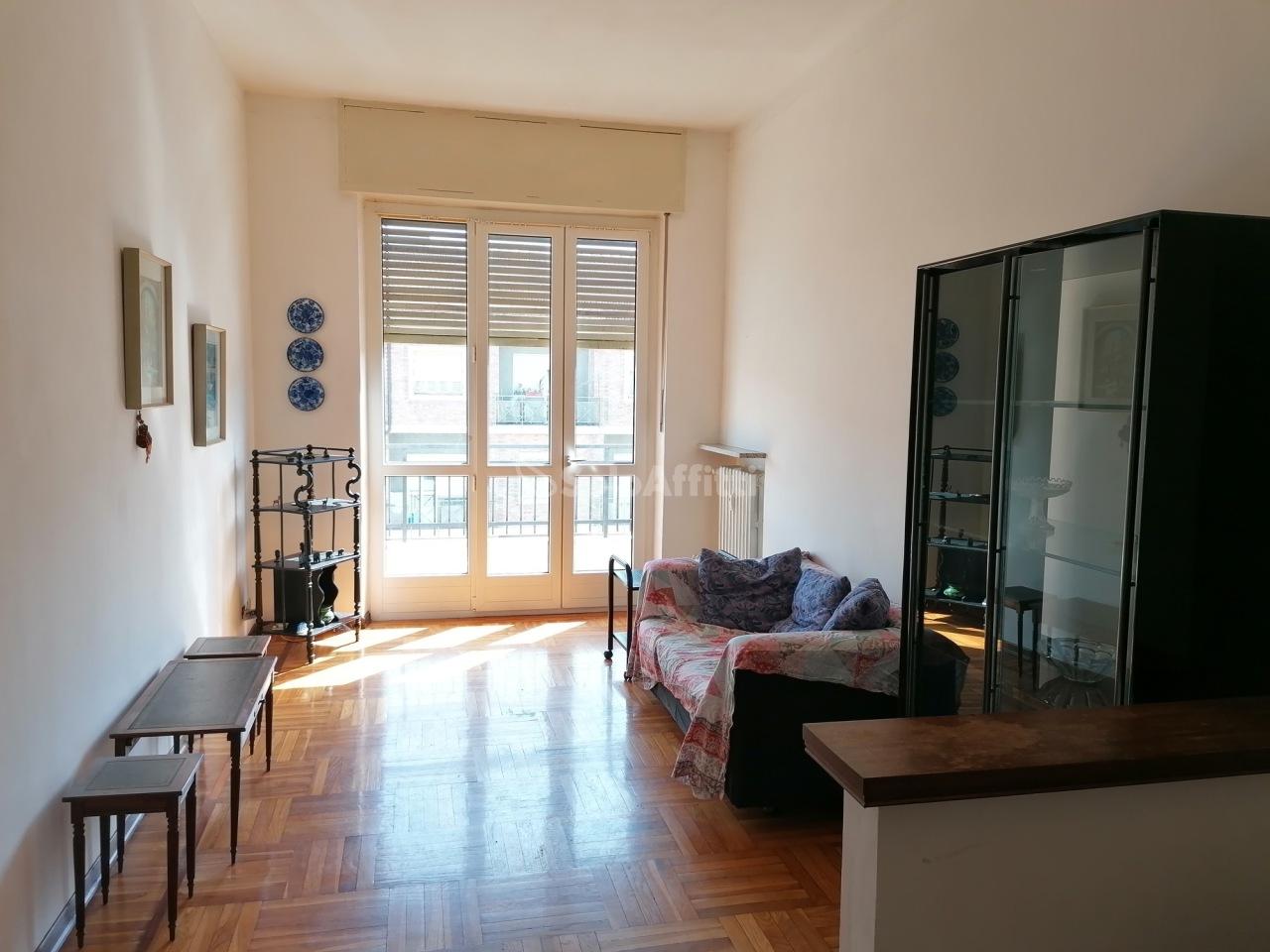 Trilocale in buone condizioni arredato in affitto Rif. 12389149