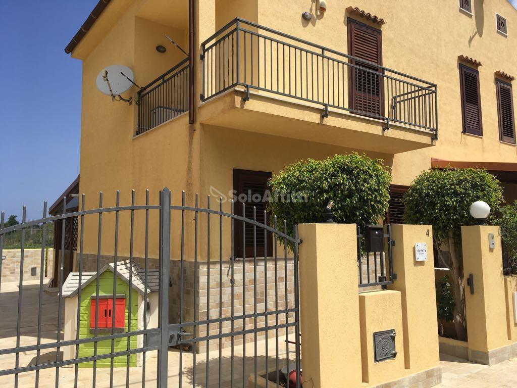 Villa A schiera Arredato
