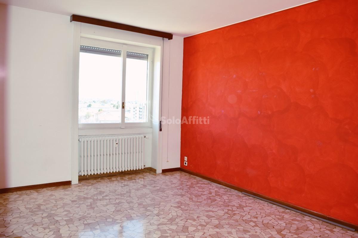 Bilocale in buone condizioni in affitto Rif. 9821610