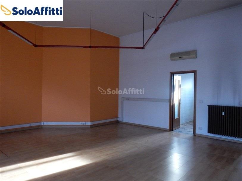 Fondo/negozio - 2 vetrine/luci a Sant'Anna, Busto Arsizio Rif. 10040501