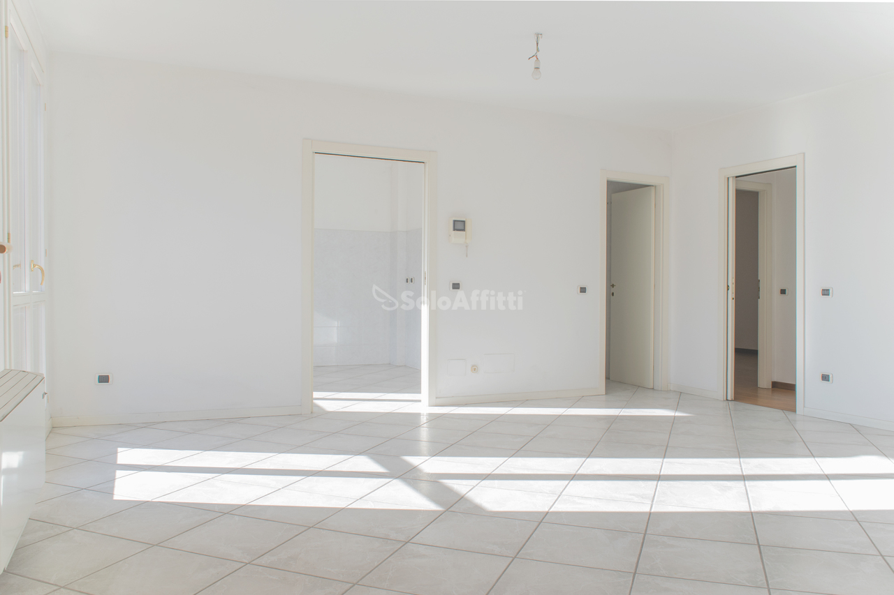 Attico / Mansarda in affitto a Mariano Comense, 6 locali, prezzo € 1.500   PortaleAgenzieImmobiliari.it