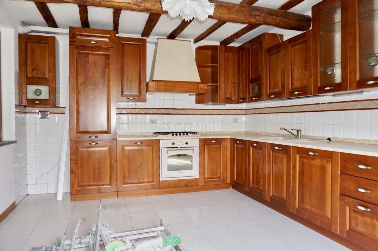 Quadrilocale in buone condizioni in affitto Rif. 10395376