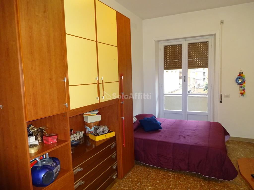 Stanza / posto letto in buone condizioni arredato in affitto Rif. 9863180