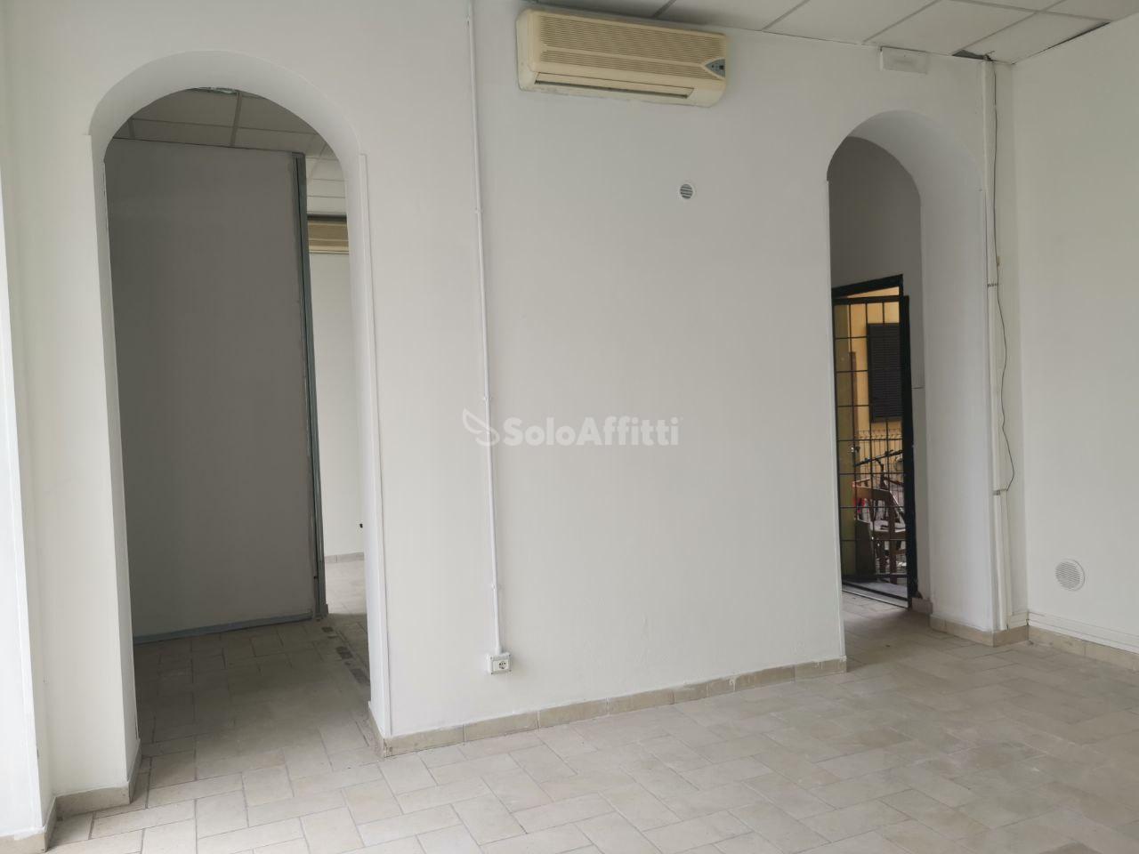 Negozio / Locale in affitto a Saronno, 2 locali, prezzo € 700   PortaleAgenzieImmobiliari.it