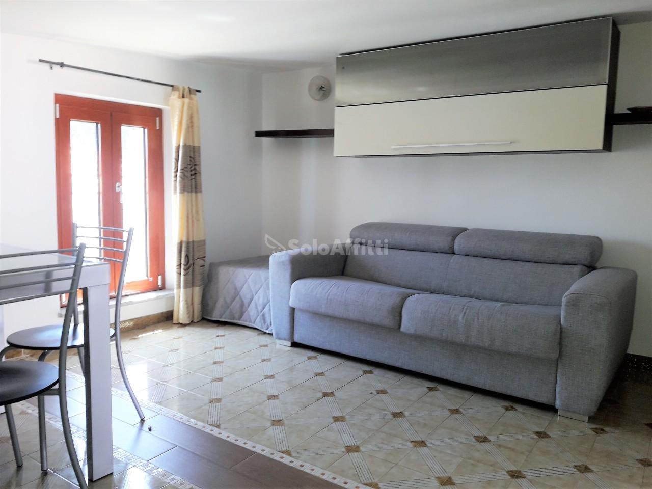 Attico / Mansarda in buone condizioni arredato in affitto Rif. 10244649