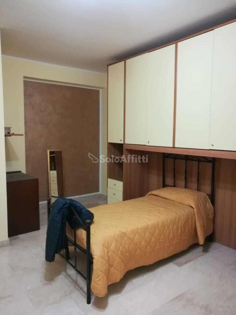 Stanza / posto letto in buone condizioni arredato in affitto Rif. 8395960
