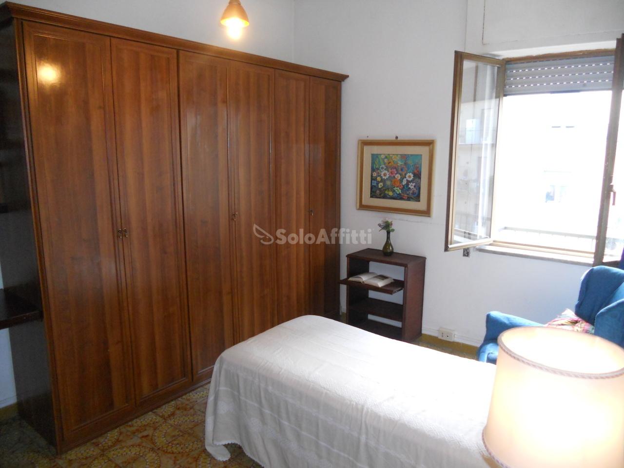 Stanza / posto letto in buone condizioni arredato in affitto Rif. 11173741