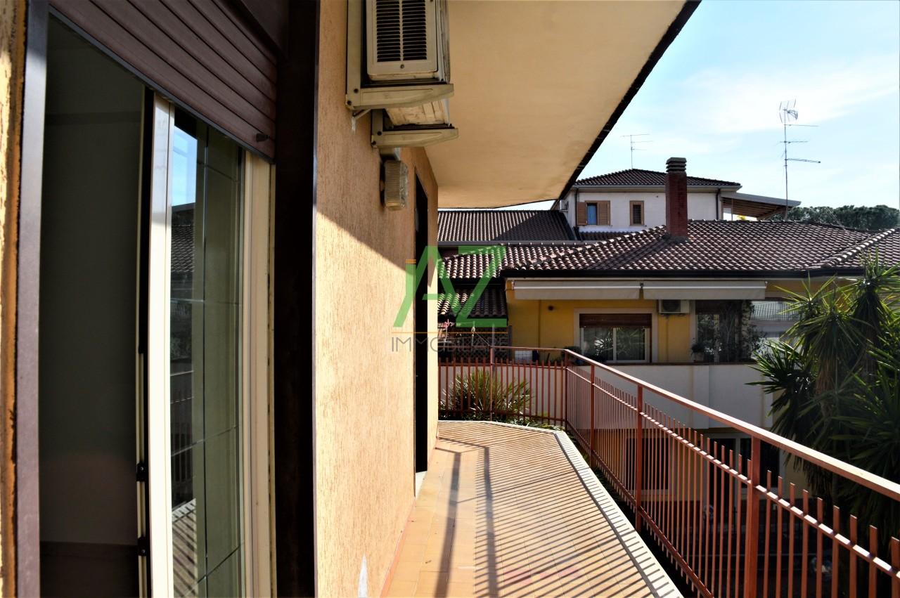 Appartamento in buone condizioni in vendita Rif. 12047497