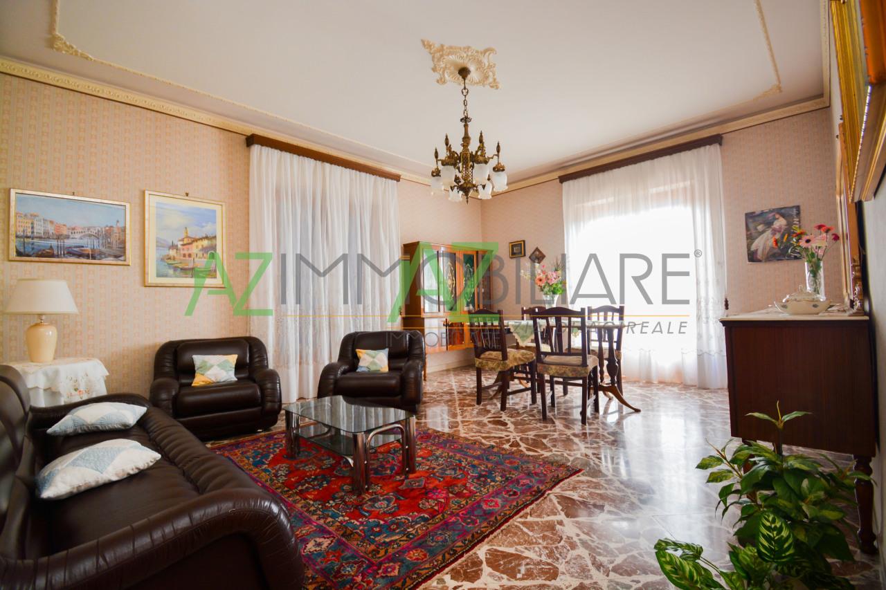 Appartamento in buone condizioni in vendita Rif. 8884110
