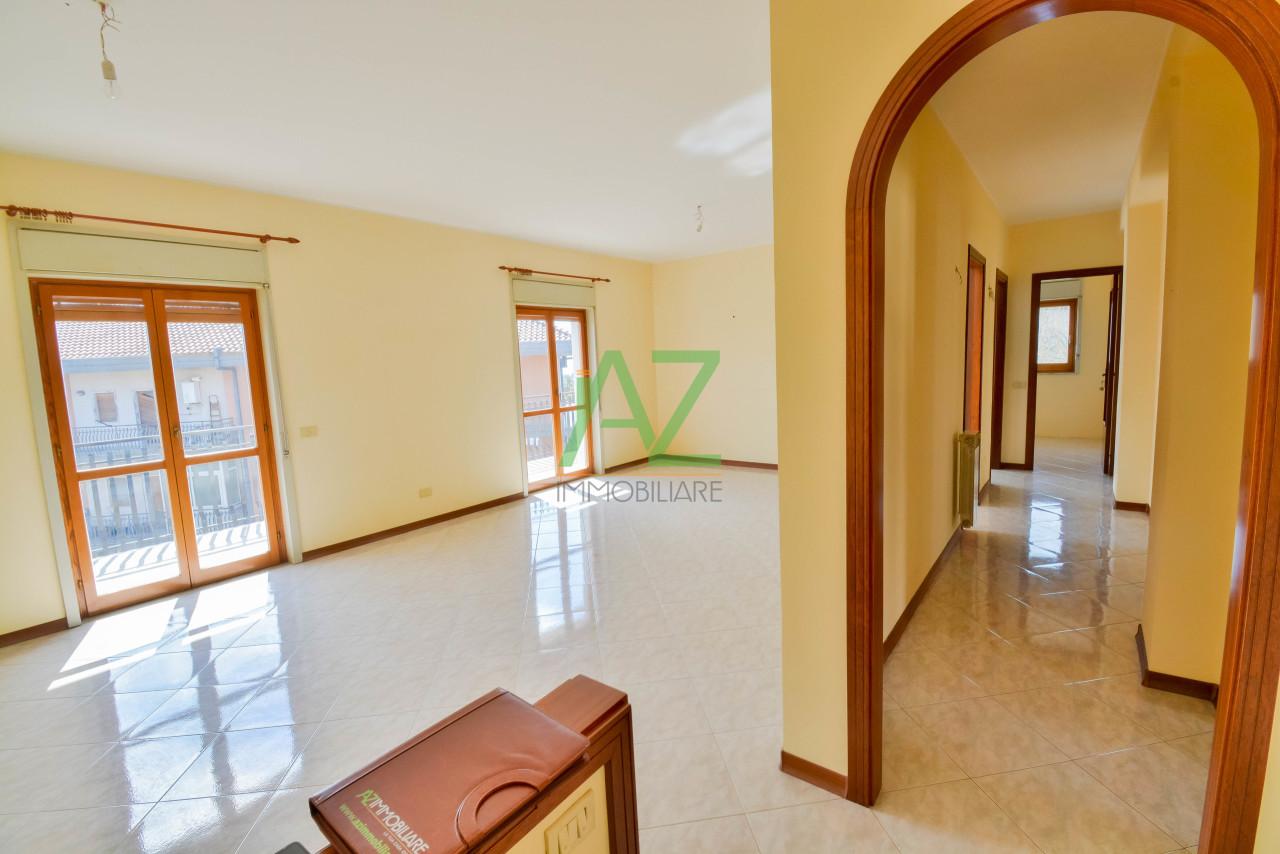 Appartamento in buone condizioni in affitto Rif. 9966168