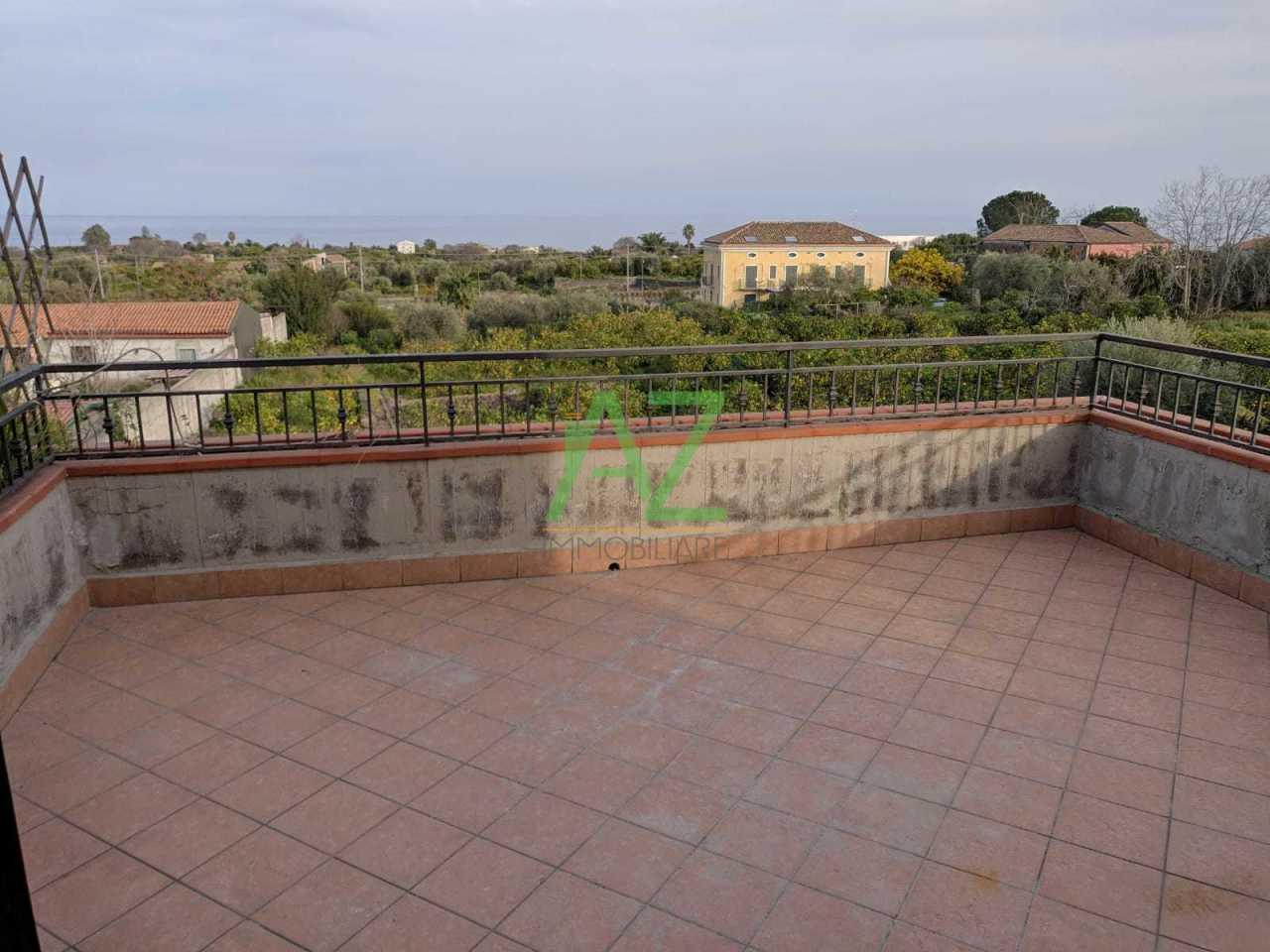 Appartamento in buone condizioni in affitto Rif. 9811247