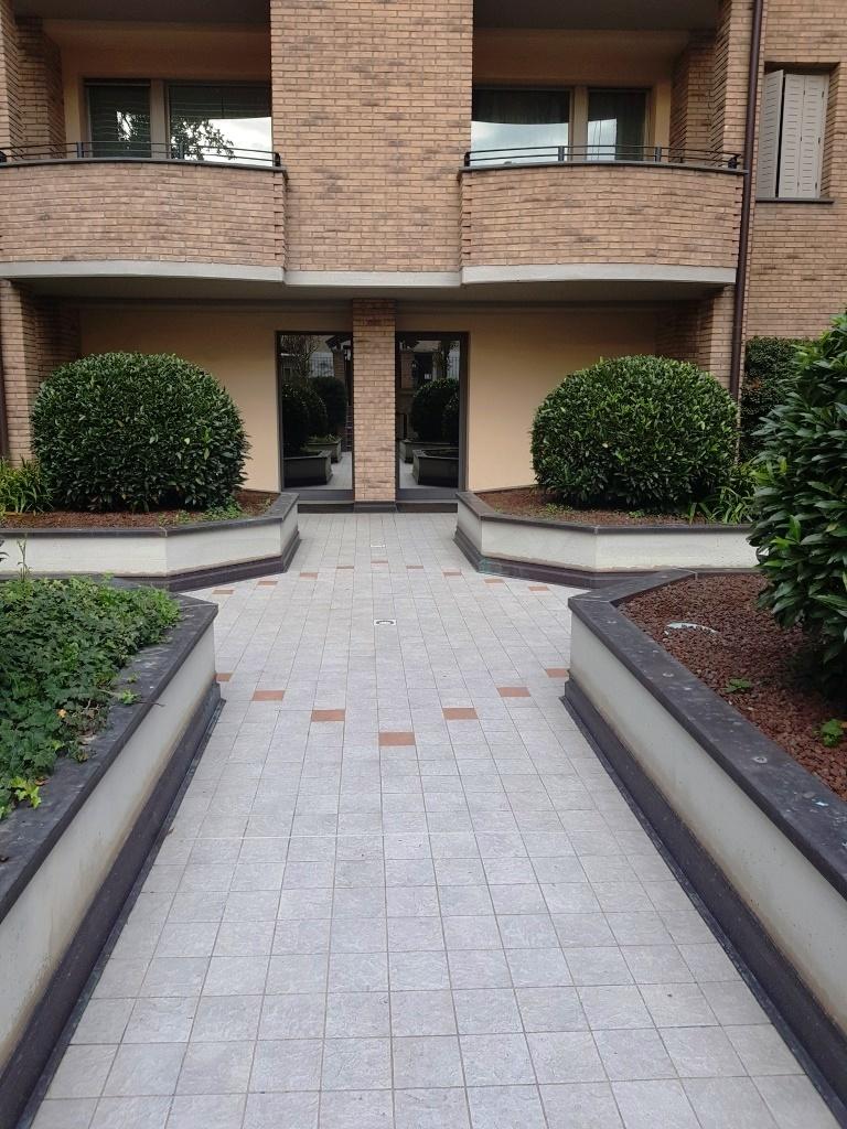 Bilocale in ottime condizioni arredato in affitto Rif. 11365316