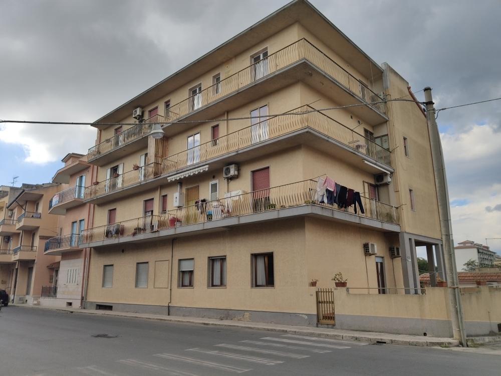 Appartamento in discrete condizioni in vendita Rif. 11910119