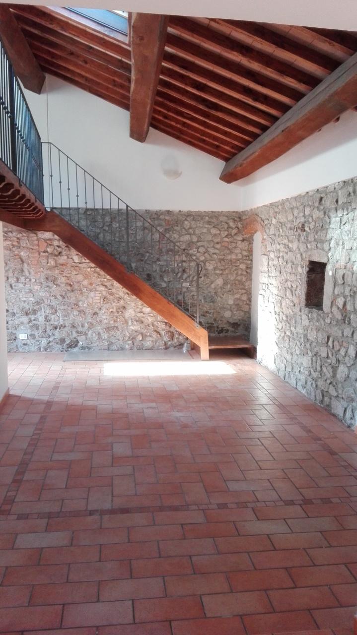 Appartamento in ottime condizioni in affitto Rif. 9620480