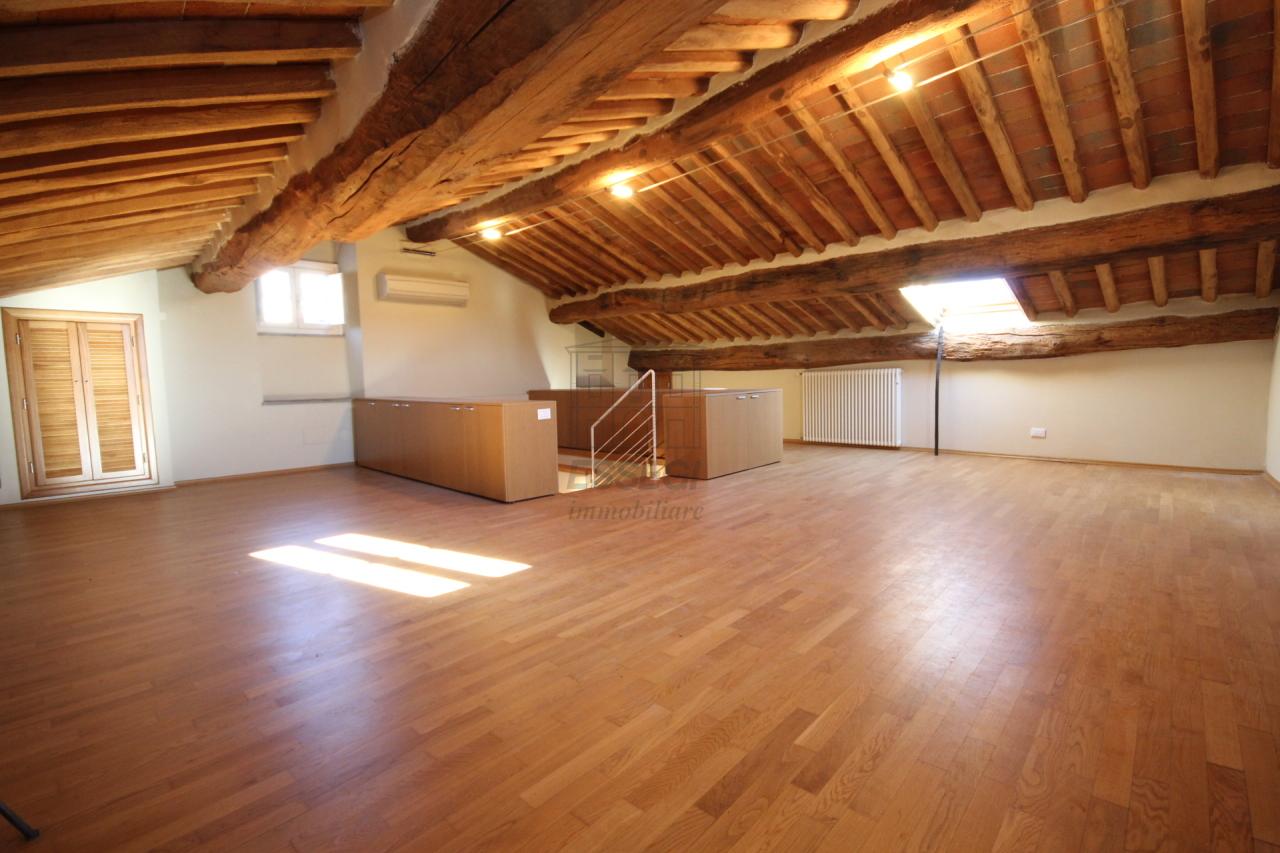 Appartamento Lucca Centro storico IA00611 img 10