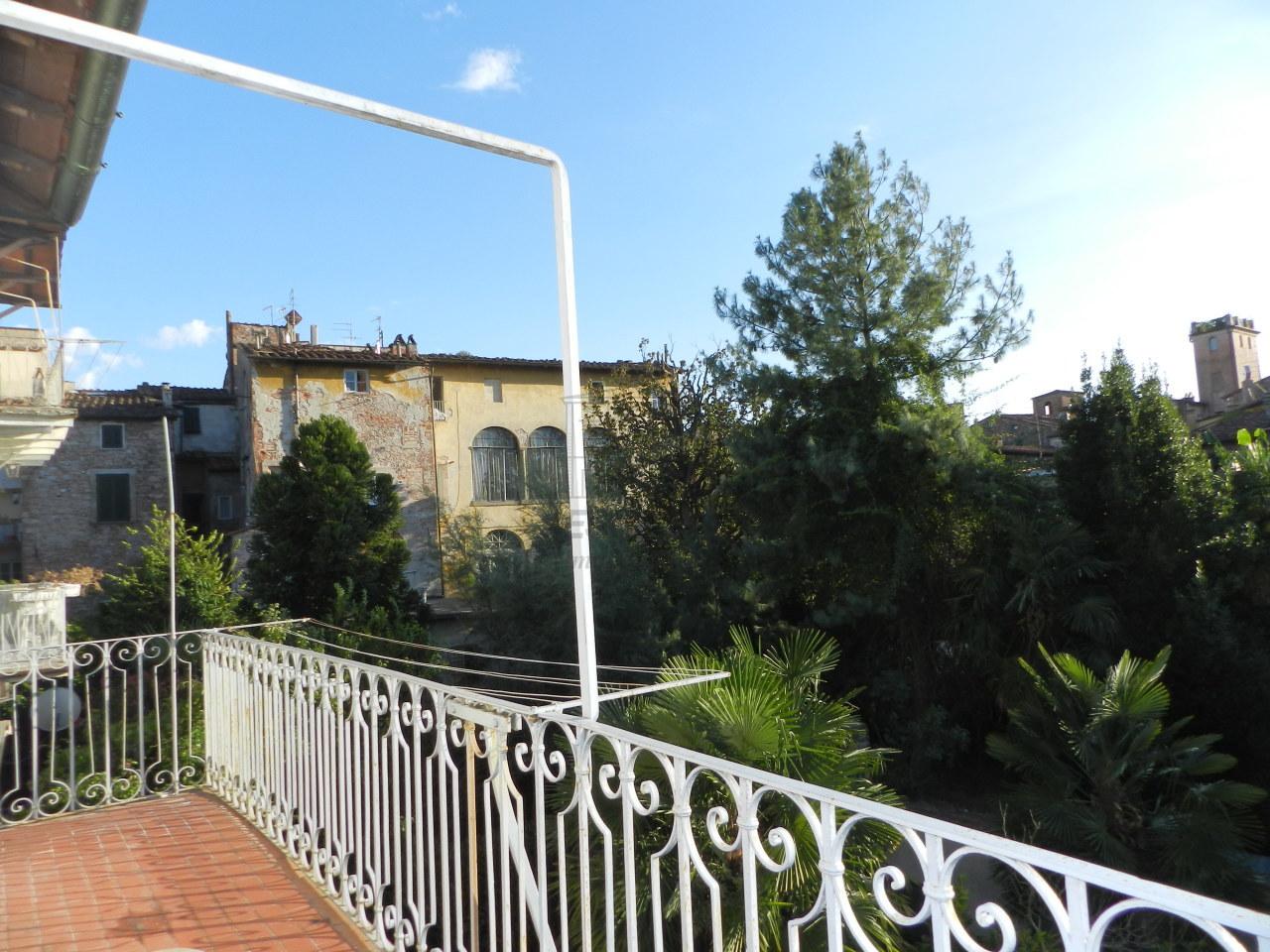 IA01181-bis Lucca Centro storico