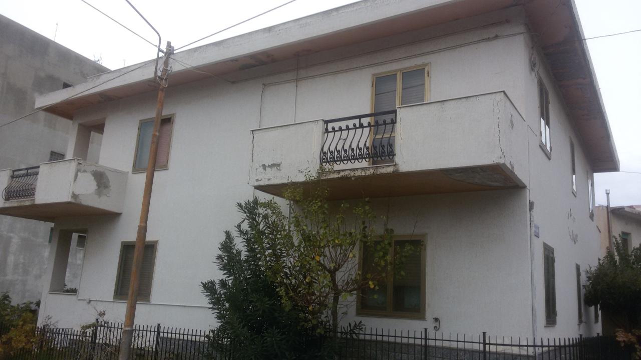 Soluzione Indipendente in vendita a Reggio Calabria, 12 locali, prezzo € 150.000 | CambioCasa.it