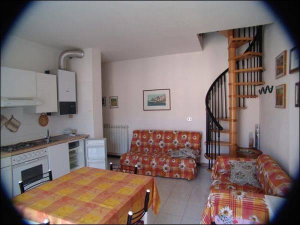 Appartamento in buone condizioni in affitto Rif. 9612276