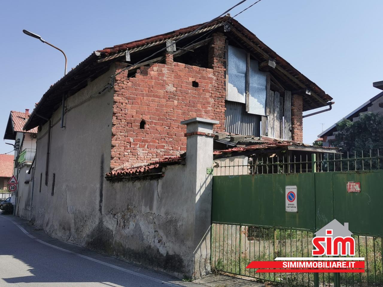 Rustico / Casale in vendita a Momo, 4 locali, prezzo € 40.000   PortaleAgenzieImmobiliari.it
