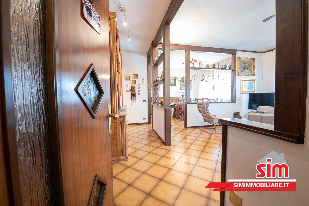 Villa in vendita a Trecate, 8 locali, prezzo € 380.000 | PortaleAgenzieImmobiliari.it