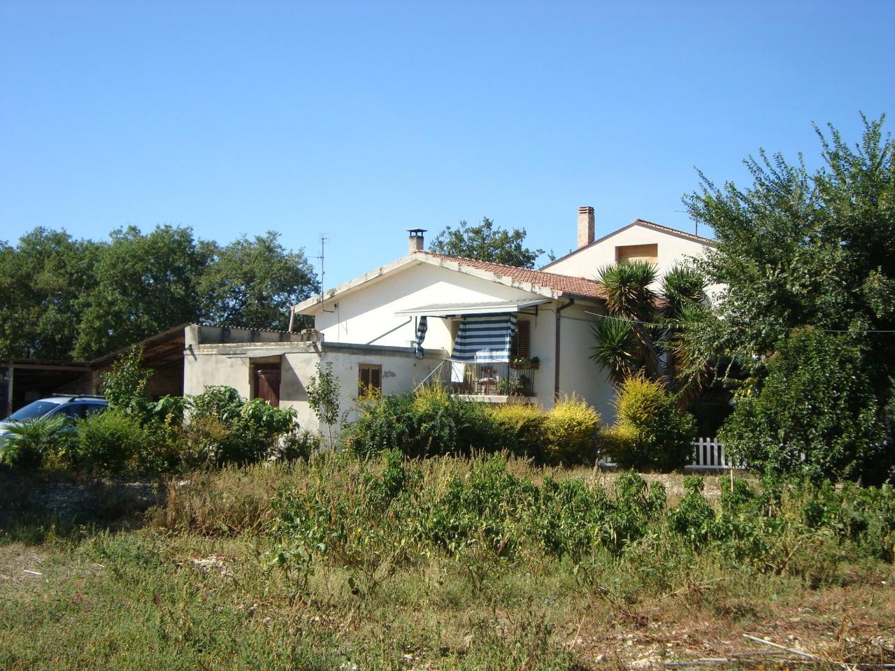 Rustico / Casale in vendita a Manoppello, 6 locali, prezzo € 100.000 | PortaleAgenzieImmobiliari.it