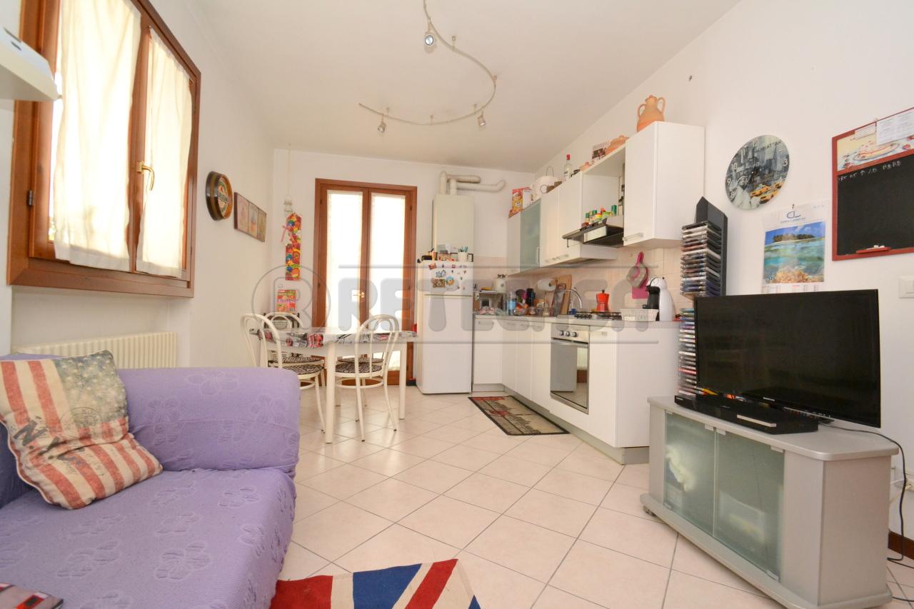 Appartamento in ottime condizioni arredato in vendita Rif. 8226403
