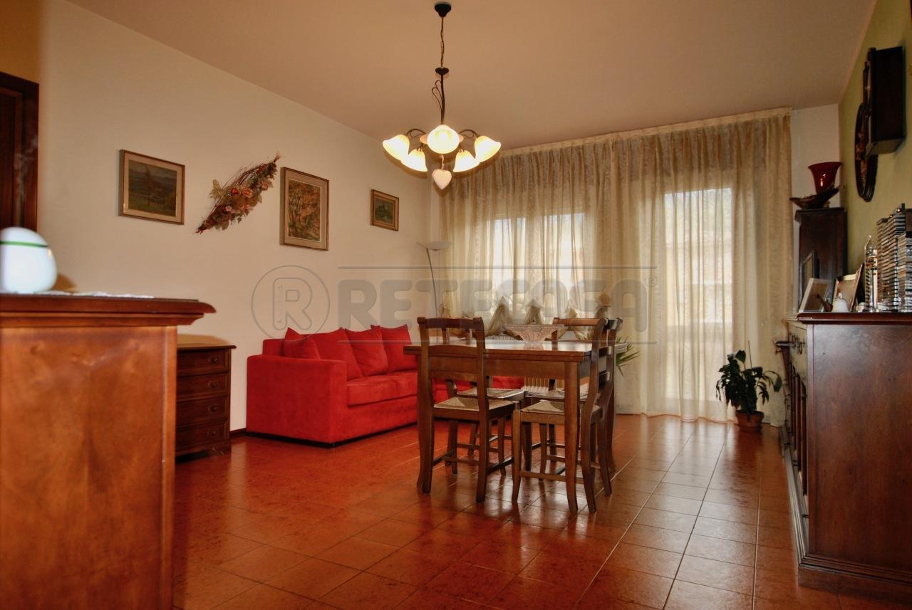 Appartamento in buone condizioni in affitto Rif. 8908349