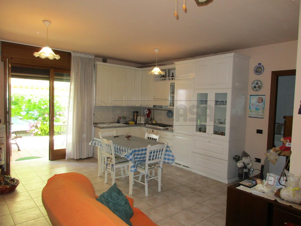 Appartamento in buone condizioni in vendita Rif. 10471357