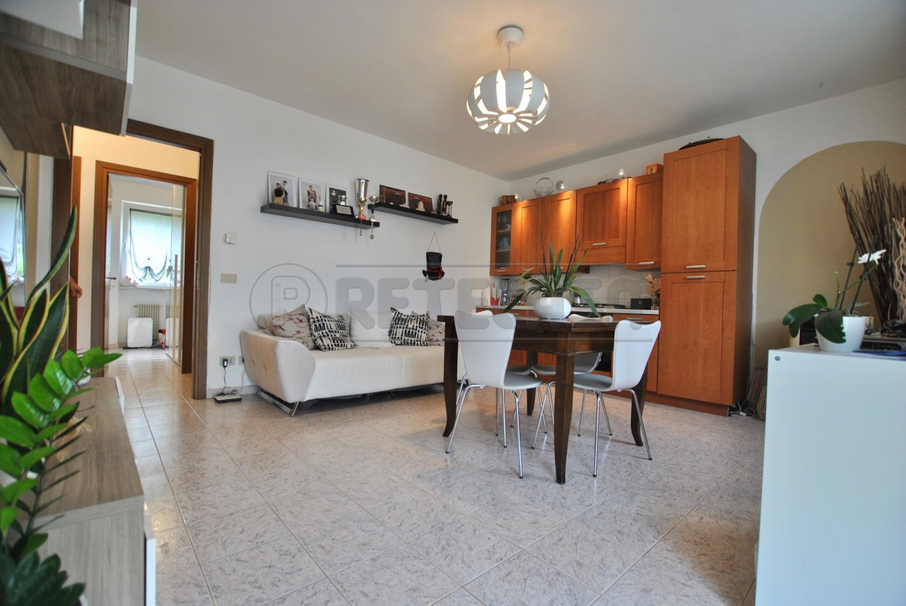Appartamento in buone condizioni arredato in vendita Rif. 12393452