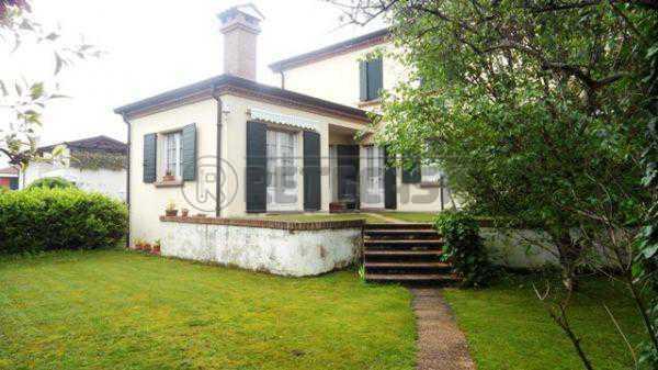 Villa in buone condizioni in vendita Rif. 4129384