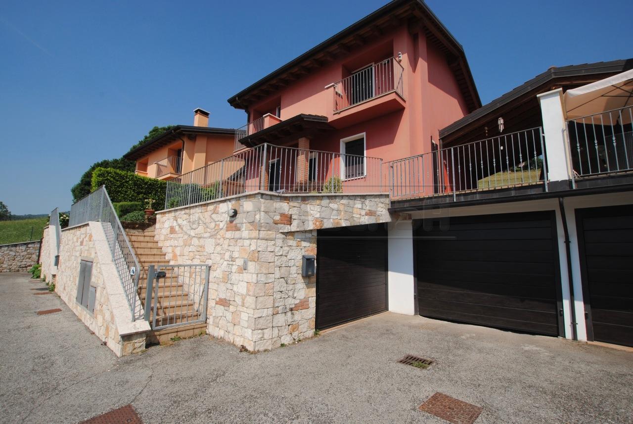 Casa Indipendente in ottime condizioni in vendita Rif. 10689386
