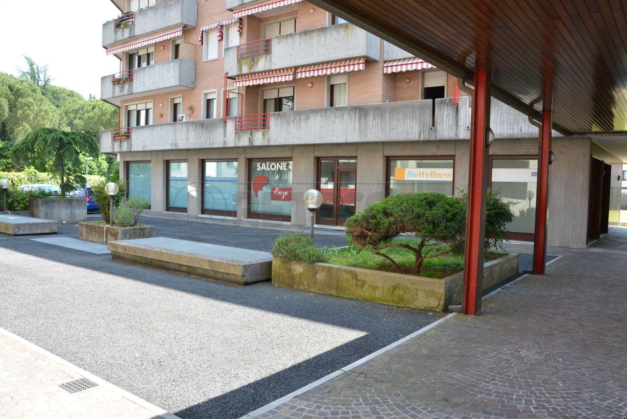 Negozio / Locale in vendita a Manzano, 2 locali, prezzo € 98.000   CambioCasa.it
