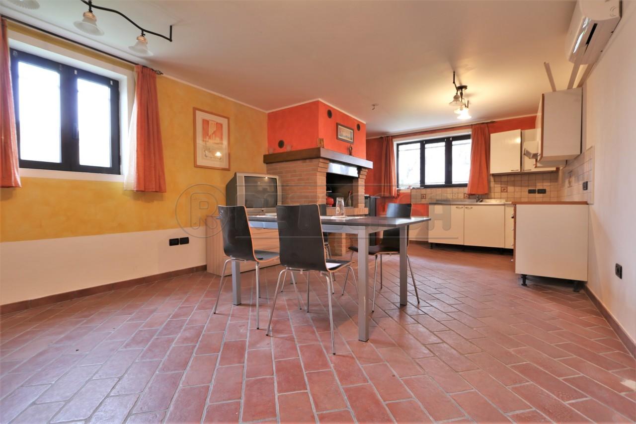 Appartamento in ottime condizioni arredato in affitto Rif. 8844065