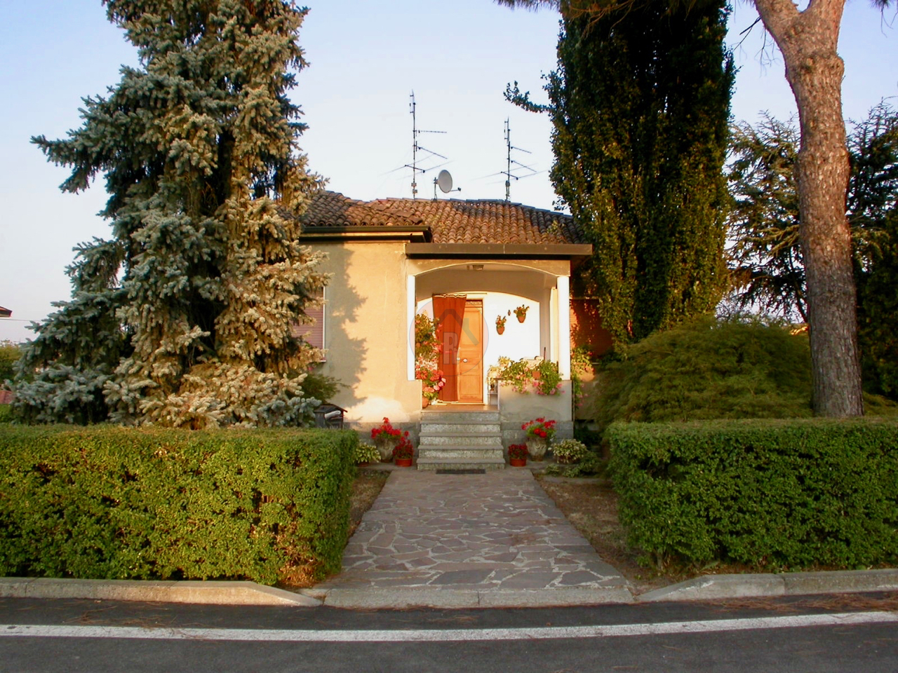 Villa in vendita a Bressana Bottarone, 5 locali, prezzo € 110.000   PortaleAgenzieImmobiliari.it